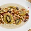 ヘルシーな間食に、キヌアのアーモンドミルク粥のレシピ