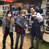 【HOTLINEモニターキャンペーン】abuse call limitのギタリスト、SatoshiさんにSHURE GLXD16お渡ししました!