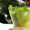 生のスペアミントの葉を使った冷たいドリンク。夏にぴったり、簡単で手軽なホームメイドドリンク。