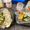 ウーバー実家飯!れんこんとふきのとうの天ぷら、わかめごはん、ペンネのマカロニサラダ風、鯖の味噌煮、鶏そぼろ、菜の花のキッシュ