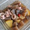 「こんにゃくとイカの煮物」レシピ