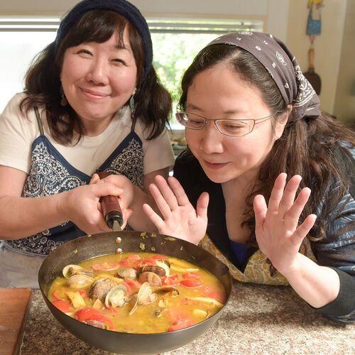 匂いだけでタイの風景が浮かんでくる…!今日のレシピは「アサリとトマトのカレー」【西原理恵子と枝元なほみのおかん飯】