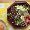 ファイトケミカルスの5色を意識したサラダでひとりランチ