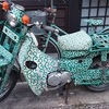 唐草模様の蕎麦屋さんのバイク(ノ・ω・)ノオオオォォォ-