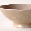 落ち着いた琥珀色と繊細な花模様の飯碗|前田麻美