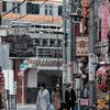 都会の商店街