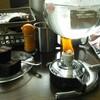 今日は久しぶりにサイフォンでコーヒーを淹れてみる