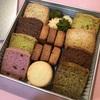 『PATISSERIE ASAKO IWAYANAGI』のクッキー缶。サブレやショートブレッドなど、焼菓子が楽しめる詰め合わせ。