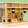 箱宮三社の神棚にワンサイズ大きい神具セットを組み入れたときの参考例