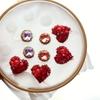 赤いハートと宝石チョコレートの春色。今日の刺繍枠です