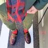 大好きな赤×カーキの色合わせコーデにクロケット&ジョーンズを