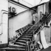 浅草 劇場裏の階段