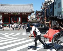 浅草の人力車の俥夫(しゃふ)は一日にどれくらい歩くのか? ソフトバンクの営業マンと比較してみた