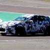 フェラーリ初のSUV プロサングエと思われるのテスト車両がサーキットを走る
