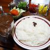 鎌倉小町通りで人気レトロ店をハシゴする 1580円/2食