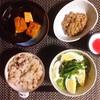 たこめし、スナップえんどうと玉子のサラダ、かぼちゃ煮、小粒納豆。