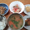人参の味噌汁とスーパーの惣菜