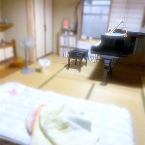 体調不良…ピアノと寝ます!