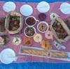お弁当を持って夜のピクニックをやってきた