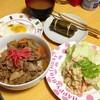 【今日の食卓】パクチー入り豚丼、ポテトサラダ。