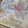 クリスマスカードみたいに塗ってみた「ねむれる森」の見開きページ