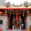 シンガポール街歩き#216(色彩の豊かな龍山寺とスリ・スリニバサ・ペルマル寺院)