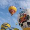 『スカイフェスとなみ2015』秋の大空にカラフルな熱気球♪