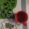 【KALDI】今日のおやつは抹茶きなこねじりと紅茶オレ【もへじ】
