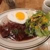 神田【BISTRO BROOK KITCHEN】牛ハラミのがっつりスタミナプレート ¥879(税別)