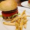 「カリフォルニアダイナー イーエーティー」にてハンバーガー&ブリトー
