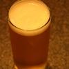 『シャンディーガフ』ビールとジンジャーエールで作る、甘くて苦い人気のカクテル。