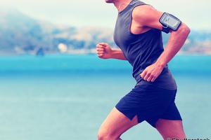【健康経営実践コラム】きょうも健やか!(第4回)「進化するウエアラブル端末を、あなたの専属トレーナーに」