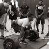 限界まで追い込むトレーニング(失敗するまで追い込まないトレーニング群に比べて失敗するまで行うトレーニング群では、トレーニング後の6RMベンチプレスの筋力と40kgベンチスローの平均パワーの向上が有意に大きかったことを報告している)