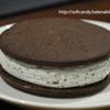 [ファミリーマート限定・数量限定]間違いなく美味しいヤツ!『グリコ ぎっしり満足!チョコミントクッキーサンド』