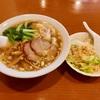 神奈川区三ツ沢上町の「中国家庭料理 輝苑」でワンタン麺・レタス半チャーハンセット