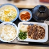 吉野家vs松屋の牛焼肉定食対決。