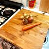 ダッチオーブンでポトフを煮込む。