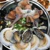 山盛りの貝&活きタコむにゅむにゅ&丸鶏のトリプル合体鍋♪その名もタコ世界「e-ムノセサン」