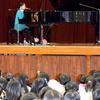 いじめ自殺が起きた中学で君のために歌う