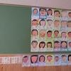 4・6年生:自画像が掲示板に