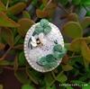 蜜蜂が舞う『クローバー(白詰草) ブローチ』