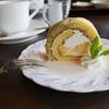アルムの春山ランチ ふきのとうガレットと水芭蕉ケーキ。