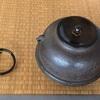 初風炉・盆香合と茶花