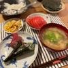 すき身の手巻き寿司、ちくわとコーンのバター醤油炒め、トマト、玉ねぎもアボカドの味噌汁