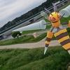初のメガシンカはメガスピアーで!【ポケモンGOAR写真】丸子橋に現る