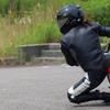 ミニバイクで膝すり練習