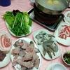香港地元飯、火鍋:地元海鮮系火鍋で魚と野菜の補給(漁灣街市熟食中心、泉記) Harley-Davidson陳列室から遠くはない距離