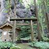 村上市内・神社仏閣探訪(1)秘境パワースポット?明神岩と漆山神社
