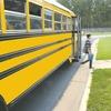 アメリカでは停車中のスクールバスを追い越せない
