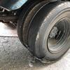 暑いとトラックやダンプのタイヤの消耗も激しいんです。